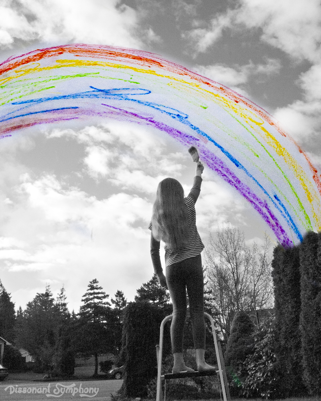 художник рисует радугу картинка курортный небольшой городок